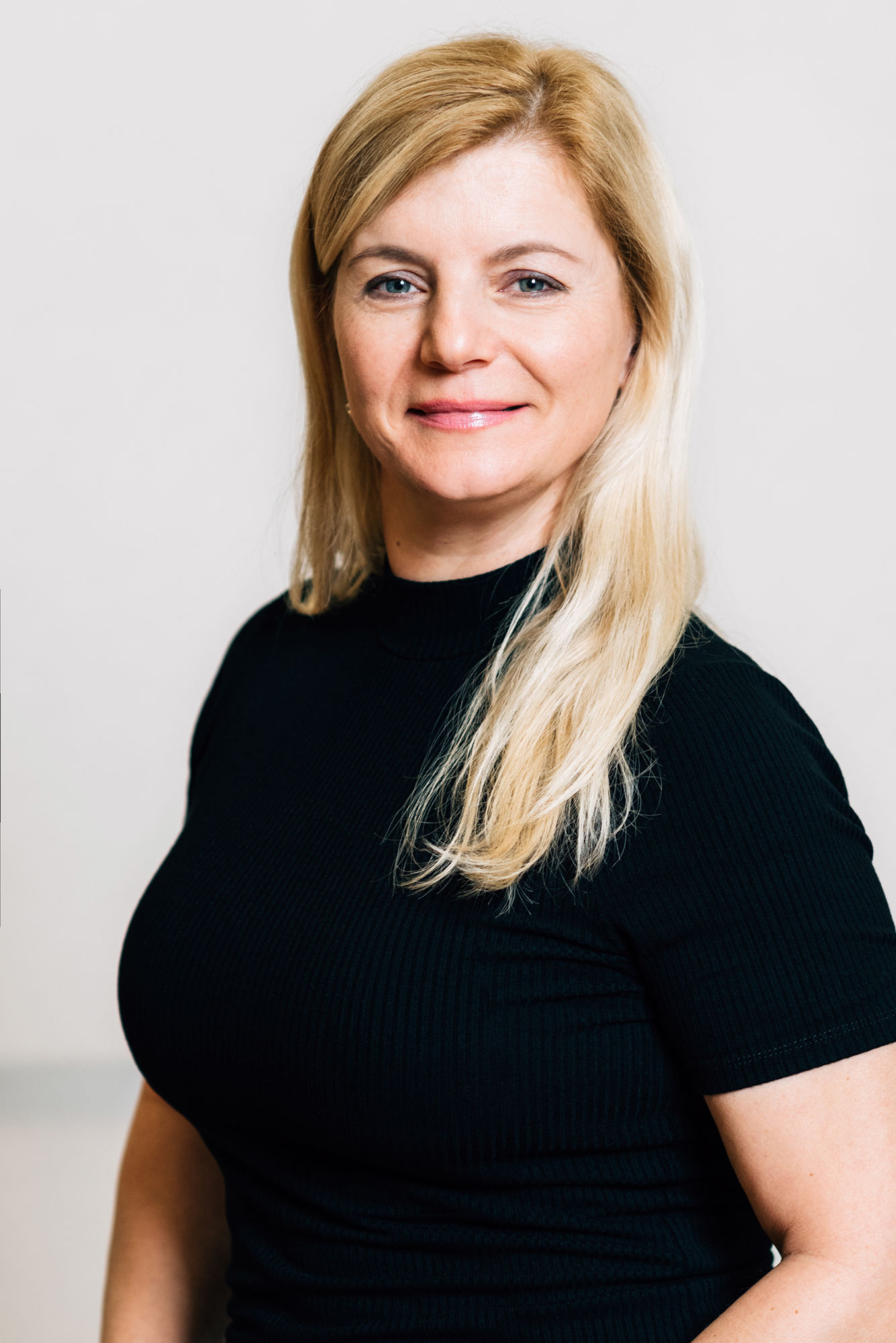 evatrhonova-mladaboleslav-instruktor-fitpainfree-hanatoufarova-czech-terapeut-posturalni-cviceni-bezbolesti-cviky-fpf-academy-lektor-painfree
