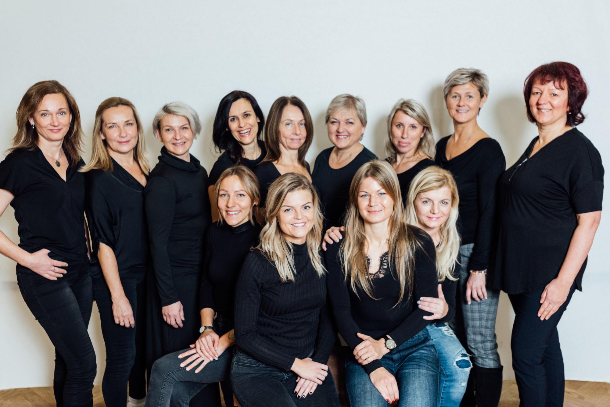 hana-toufarova-mother-daughter-business-family-firma-instruktor-fitpainfree-hanatoufarova-czech-terapeut-posturalni-cviceni-bezbolesti-cviky-fpf-academy-lektor-painfree